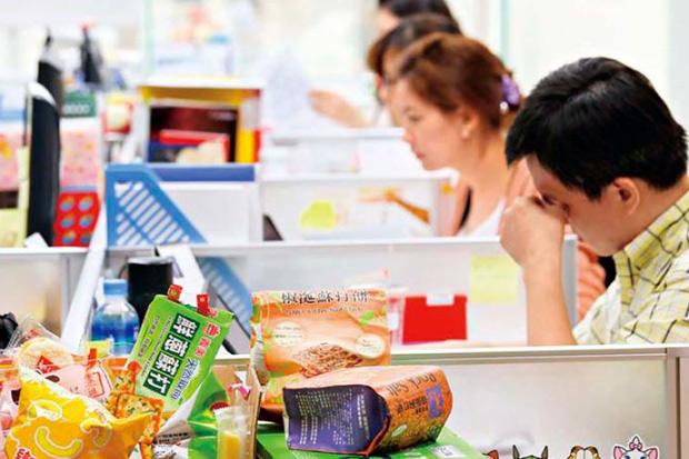 加班、熬夜刺激食欲,過勞肥是健康警訊