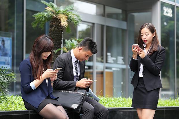 台灣人盯手機時間全球最長 給眼忙族的護眼20招