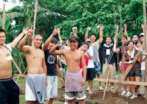 幫菲律賓貧窮社區 蓋房子,學會希望