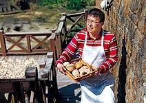 用200度磚窯,玩出外皮酥脆全麥麵包