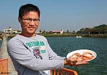 李富正、李哲丞 魚蝦混養 養出15公分白蝦