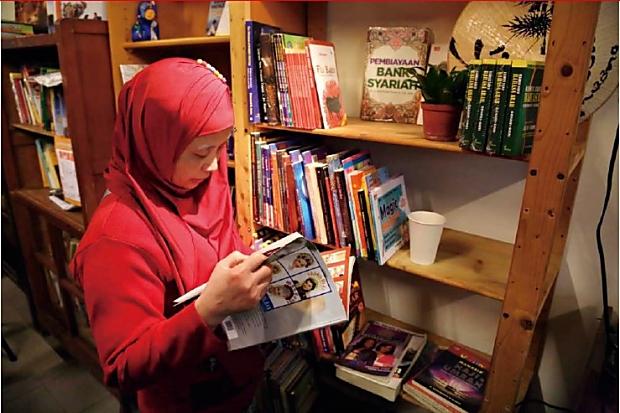 近千冊書只借不賣, 讓移民工看見故鄉