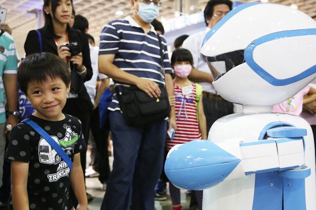 日本率先引進機器人,考驗未來人力資源