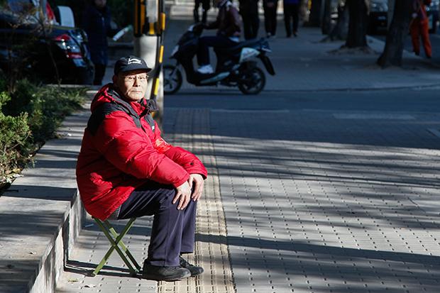 老本不夠啃!日本一億「下流老人」陷困