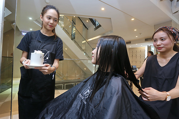 美髮結合咖啡店  站穩腳步靠人才