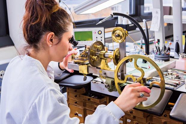 慢工細活、限量生產 百達翡麗締造錶界傳奇