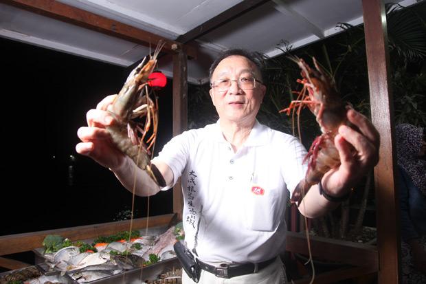 赤道小島蓋生態蝦王國  靠潮汐養大「海中黑金」