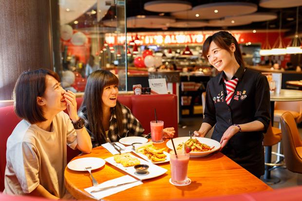 美式休閒餐飲始祖 TGI FRIDAYS 風靡半世紀