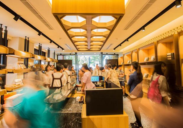 郭元益打造全新形象概念店,將糕餅傳統視覺融入室內空間