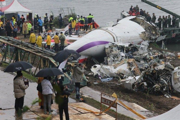 飛安會公布復航南港空難報告:誤關1號油門