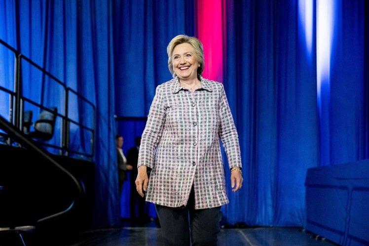 希拉蕊正式獲提名  美國史上首位女性總統候選人