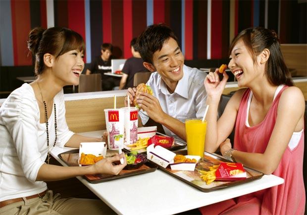 一杯飲料待一天 麥當勞速食文化受挑戰