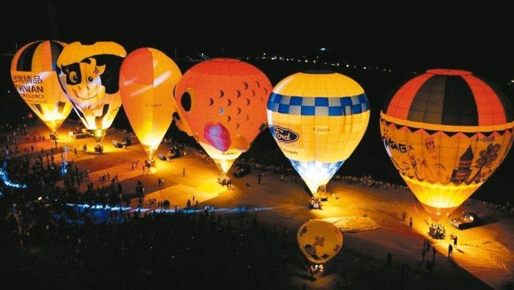 熱氣球配雲門 台東「跨越尼伯特」