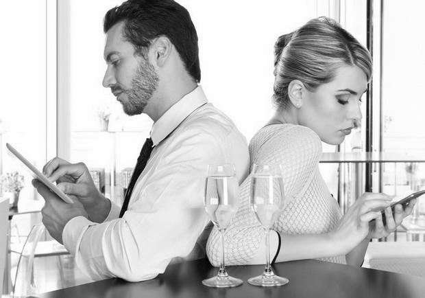 還沒發現嗎?智慧型手機正毀掉你的愛情生活