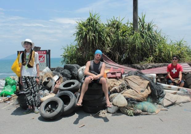 撿垃圾的海灘遊俠