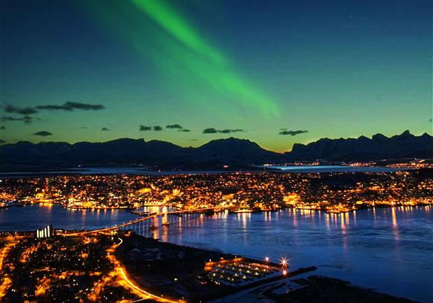 活躍於北挪威夜空的巨型青龍-極光Nordlys