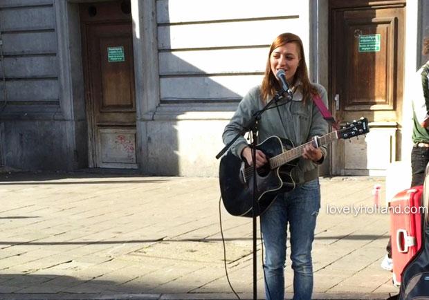 在比利時街頭,聽見追夢的歌聲