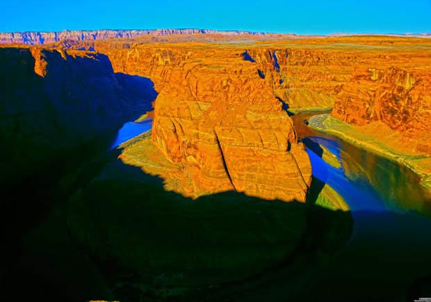 沙漠中的壯闊風情!造訪隱身漠地中的美麗馬蹄灣