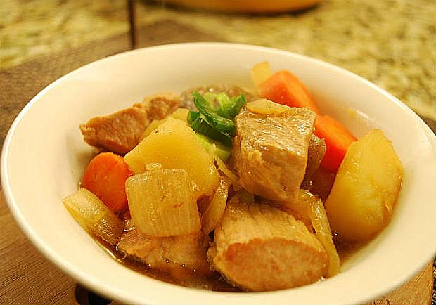 記憶深處的療癒美食!簡單又幸福的馬鈴薯燉肉