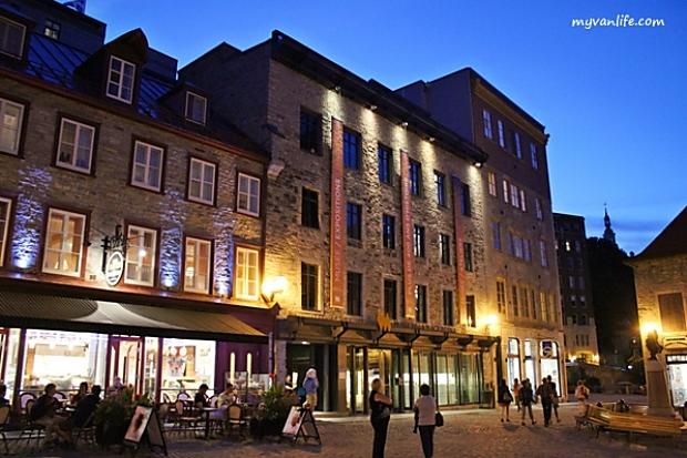 沿著石板路,一路欣賞魁北克下城區的歐洲風情!
