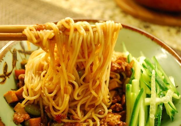 簡單做出媽媽的好味道!一碗進階版的幸福美味──家常炸醬麵