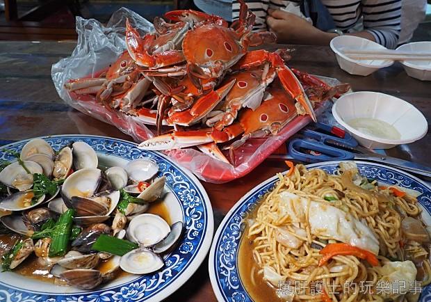 螃蟹季必訪!龜吼漁港漁夫市集挑蟹、從大海到餐桌,新鮮入口!