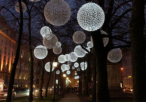 歐洲最美聖誕街景!飄揚在慕尼黑街頭的夢幻冬日蒲公英?!