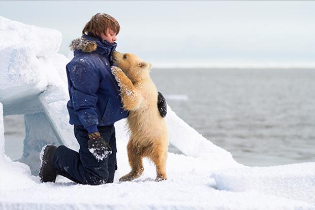 小北極熊太難搞!《極地奇蹟》導演堅持真實拍攝人熊自然互動畫面