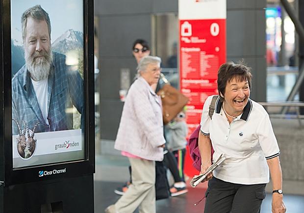 科技也能溫暖人心!螢幕裡的老先生正在邀你來一趟「說走就走」的輕旅行!