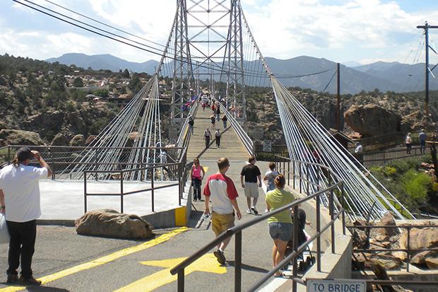 步步驚心!探索全美最高吊橋