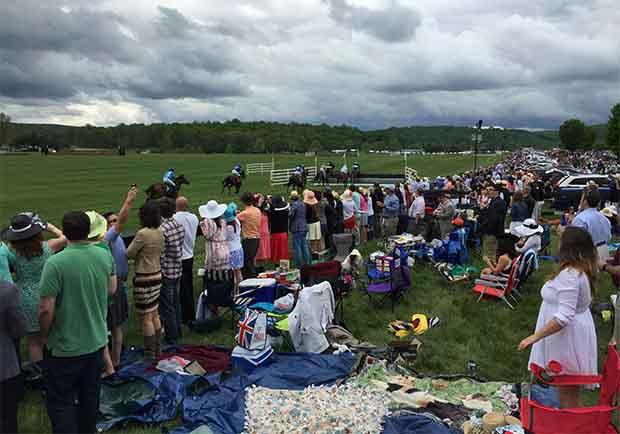 美國人的年度盛會登場!吃野餐、看賽馬,復古社交好好玩