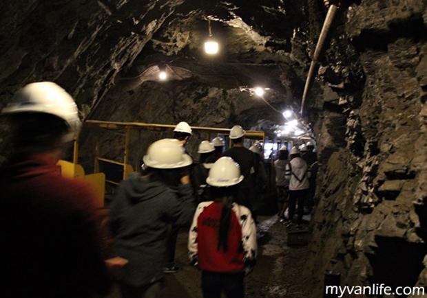戴上頭盔,走一趟深入地下400公尺的博物館!