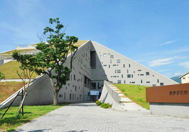 台灣不可錯過的金字塔景觀!夏日必訪的台東大學圖書館