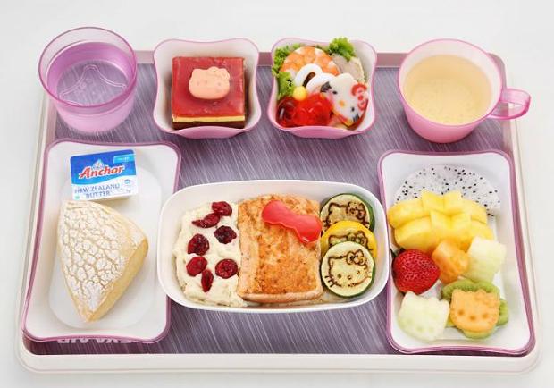 世界上最好吃的飛機餐在哪?他 4 年環遊世界 17 次,選出最棒空中美食