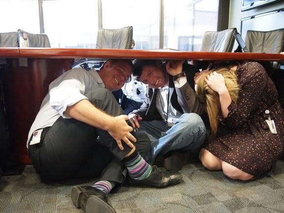 別再滑手機了!地震來時你該學會保命的5大法則 - 華安 - ceo.lin的博客