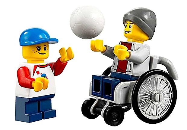 玩具不該有歧視!樂高首創輪椅身障人偶的省思