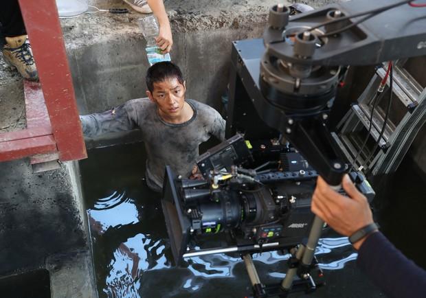 《軍艦島》打破《屍速列車》開片票房!上映首日百萬人觀影