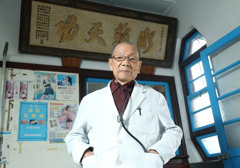 謝春梅:小鎮行醫逾70年 無悔守護村民