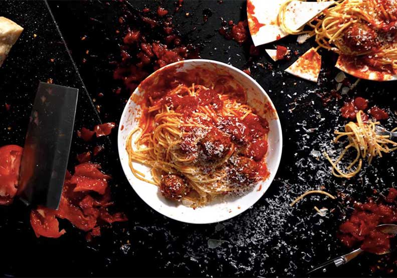 用麥可貝「爆破」手法做鬆餅!美食藝術家翻玩大導演「特攝」風格