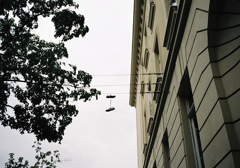 鞋帶鬆掉了?表示有人正在想你