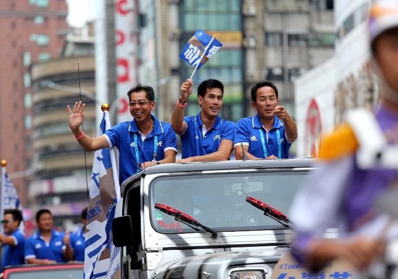 真正的萬人空巷!世大運選手受英雄式熱烈歡迎