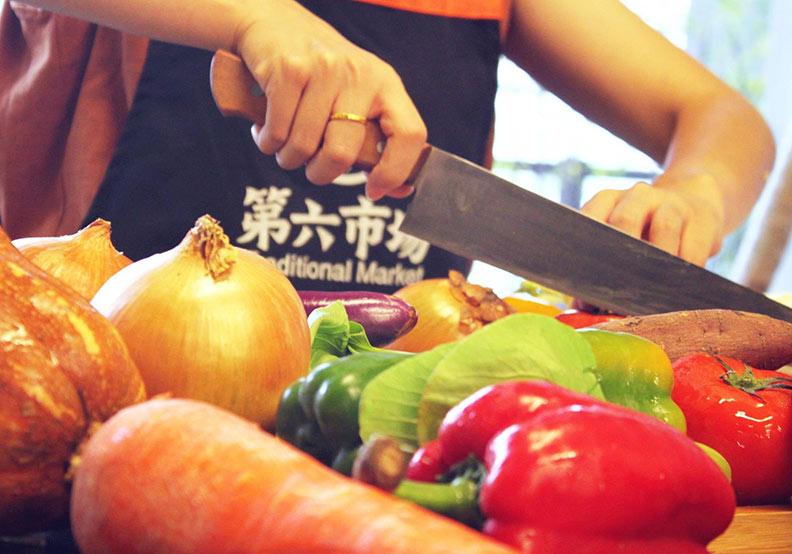 你沒逛過的菜市場!台中「第六市場」成全台首家進駐百貨傳統菜市場