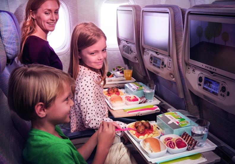 如何讓孩童在長程飛行中不要哭鬧?