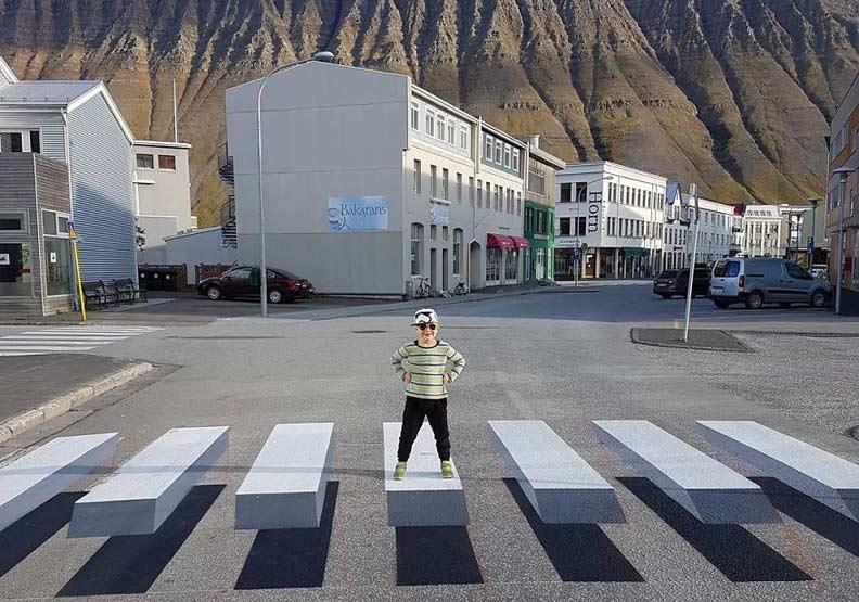 馬路三寶out!冰島「3D錯覺」斑馬線