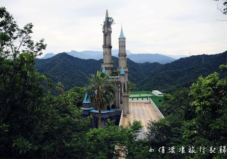 記憶中的童話世界:新竹山中廢棄城堡