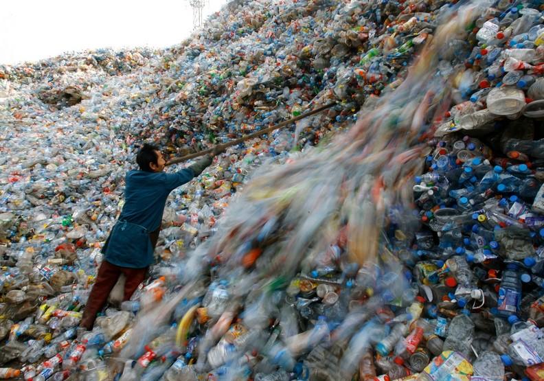 你每喝一罐瓶裝水,都是喝下破壞環境的罪惡
