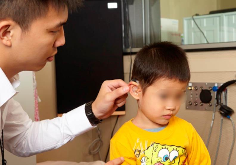 早期療育幫助聽損兒能聽會說