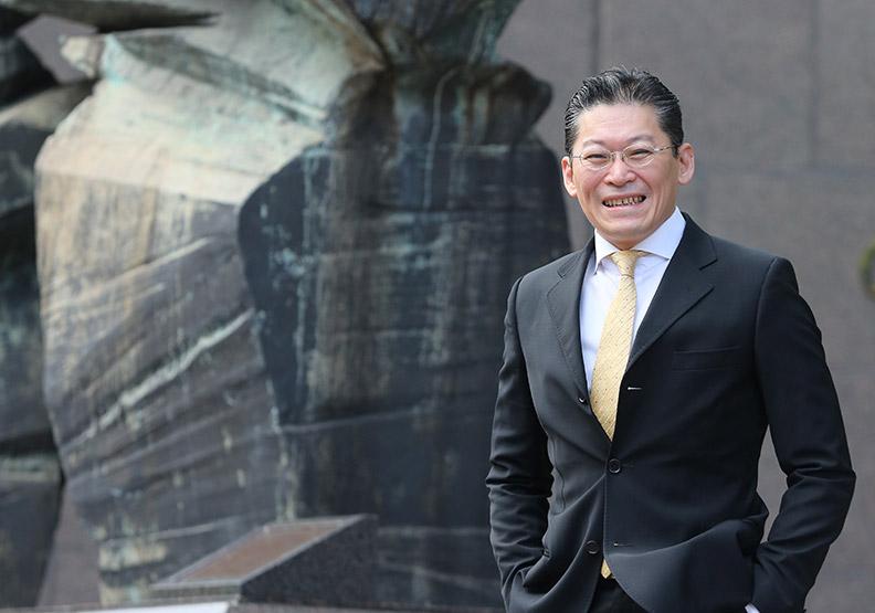 台灣地王布局交棒 豪捐百億資產做公益