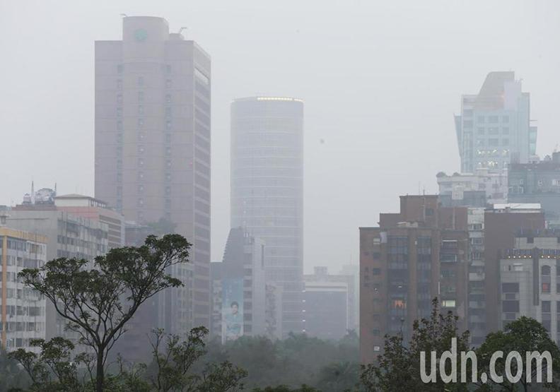 西半部霧霾一天數變 大台北是霧還是霾?