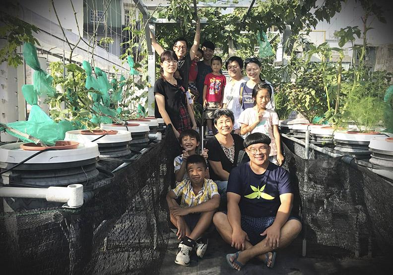 耕水小子黃仁祈:「哥種的不是菜,是孩子的未來」